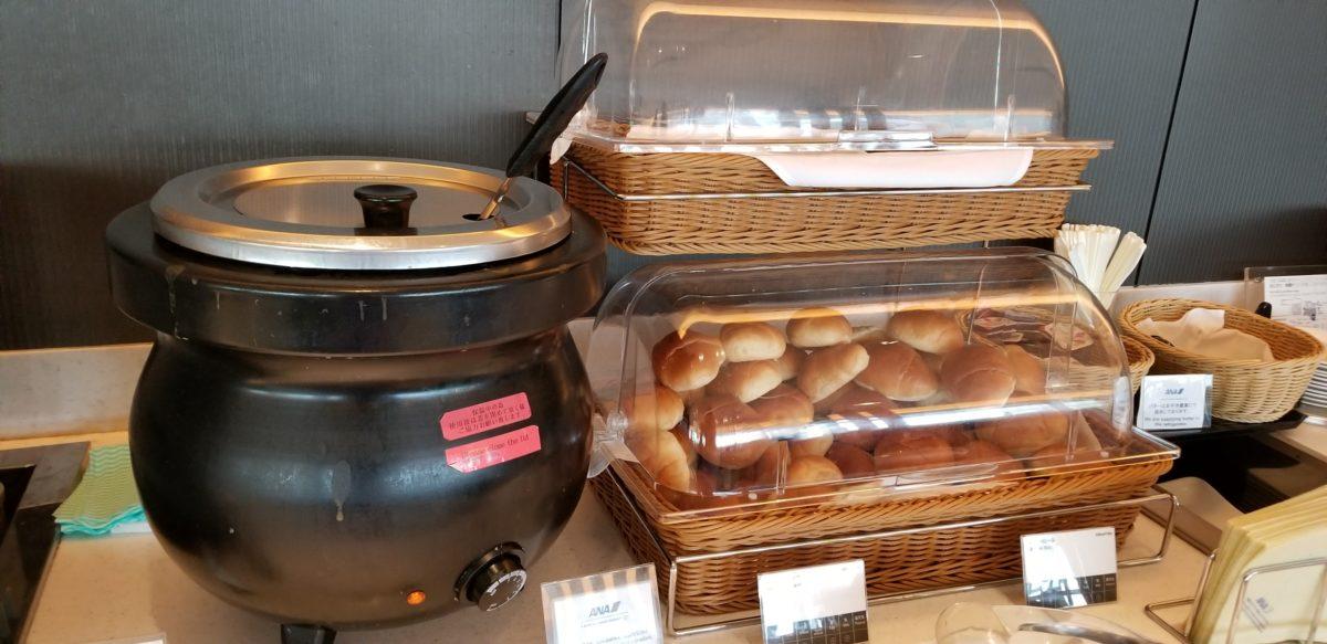羽田スイートラウンジ日替わりスープとパン